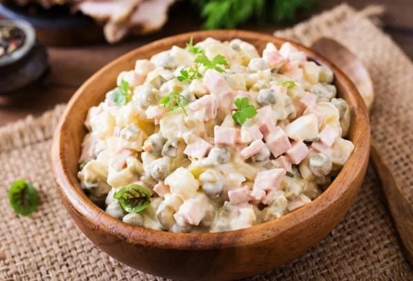 Салат Оливье классический рецепт с солеными огурцами