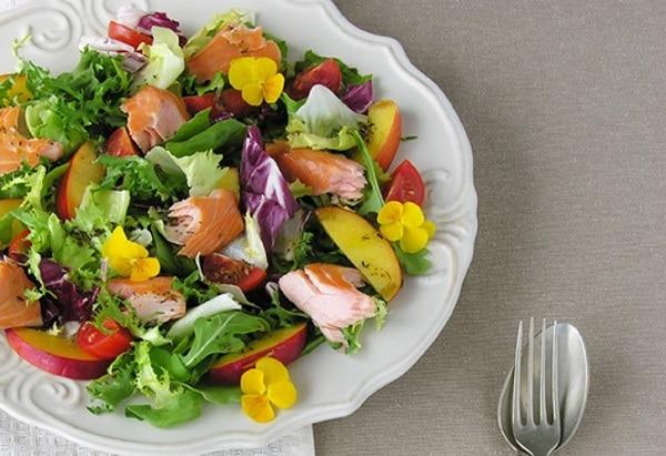 Бесподобно вкусный рецепт салата с лососем