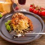 Спагетти Болоньезе с фаршем и томатной пастой
