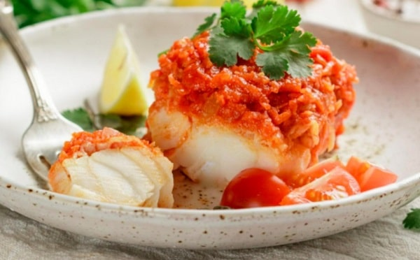 Рыба по гречески: классический рецепт с морковью и луком на сковороде