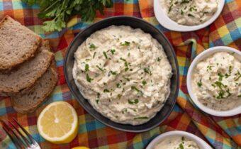 Салат из цветной капусты с майонезом, чесноком и яйцом