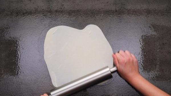 Раскатать тесто тонко