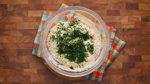 Салат из цветной капусты с майонезом и зеленью