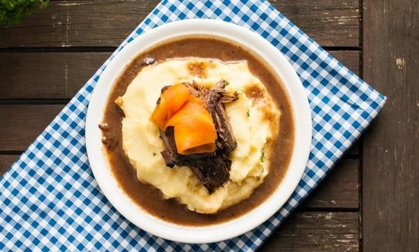 Картофельное пюре с мясом и морковью