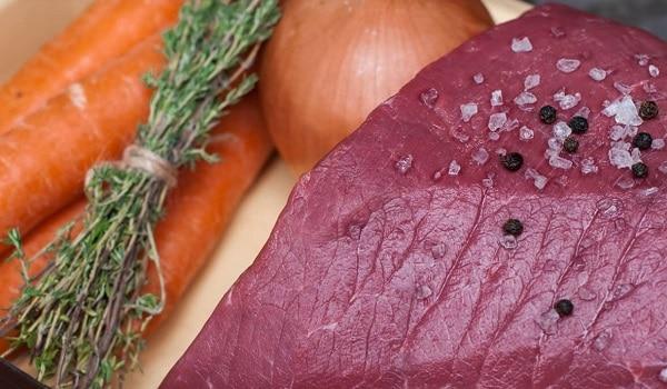 Говядина в духовке с овощами мягкая и сочная